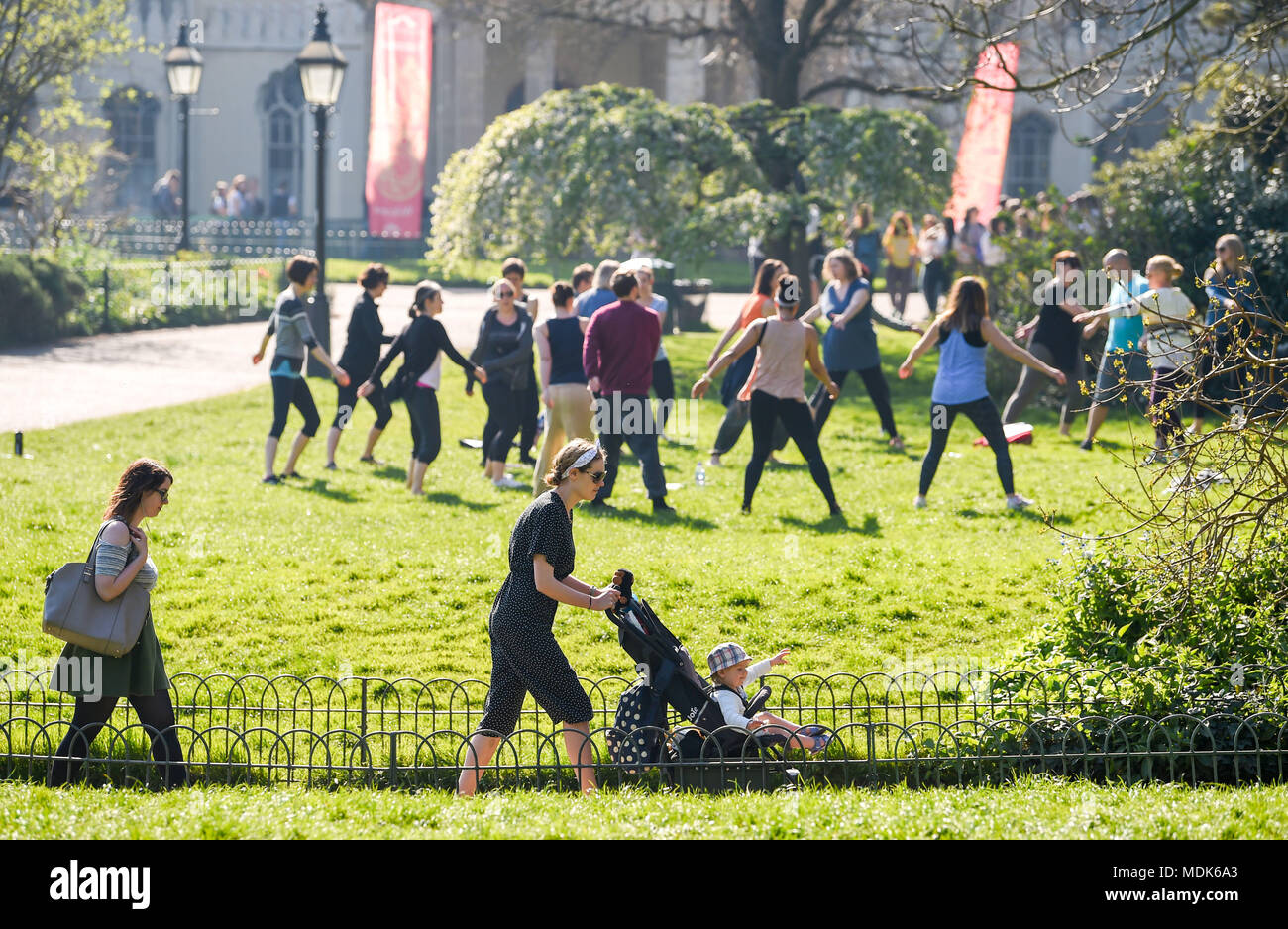 Brighton UK 20th April 2018. UK Weather: A beautiful morning in Pavilion Gardens Brighton as the hot and sunny weather continues today but cooler conditions are expected to arrive early next week Credit: Simon Dack/Alamy Live News - Stock Image