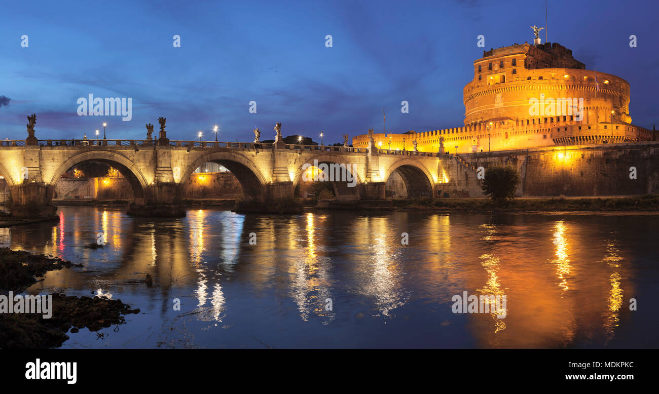 Engelsburg and Engelsbrücke, Dawn, Rome, Lazio, Italy - Stock Image