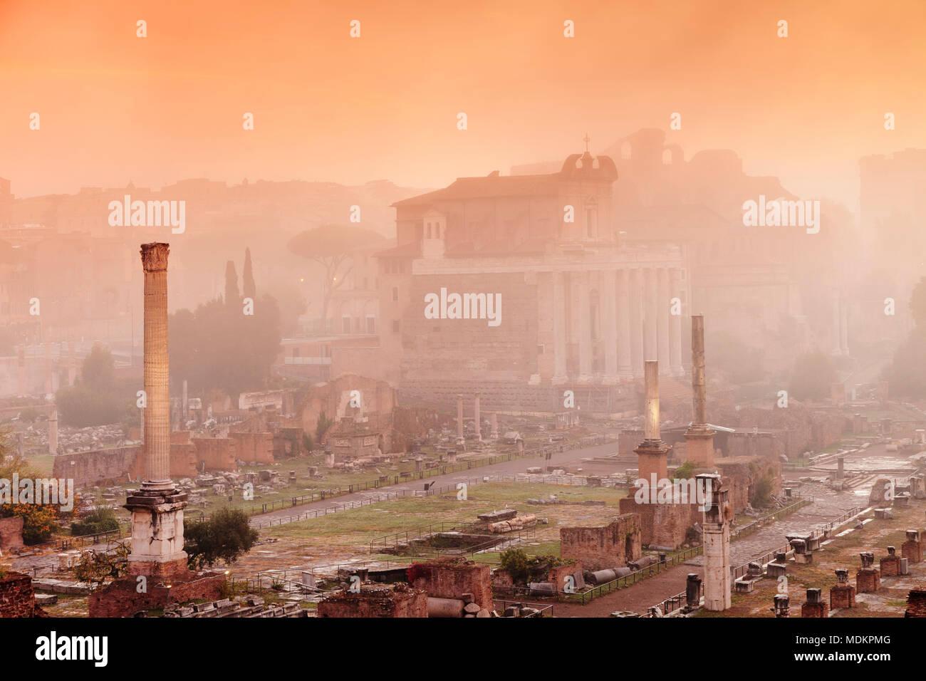 Roman Forum in the morning mist at sunrise, Foro Romano, Rome, Lazio, Italy - Stock Image