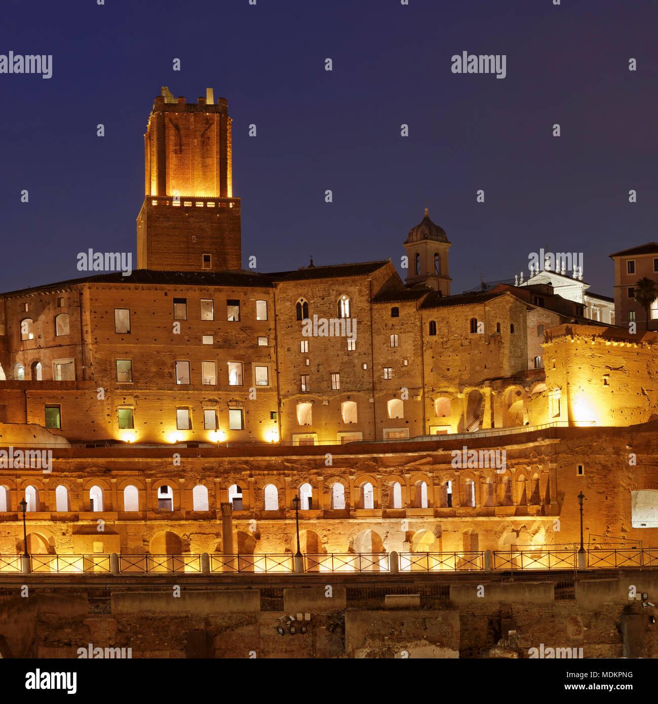 Trajan's Market, Torre delle Milizie Tower, Trajan's Forum, Foro di Trajano, at night, Rome, Lazio, Italy - Stock Image