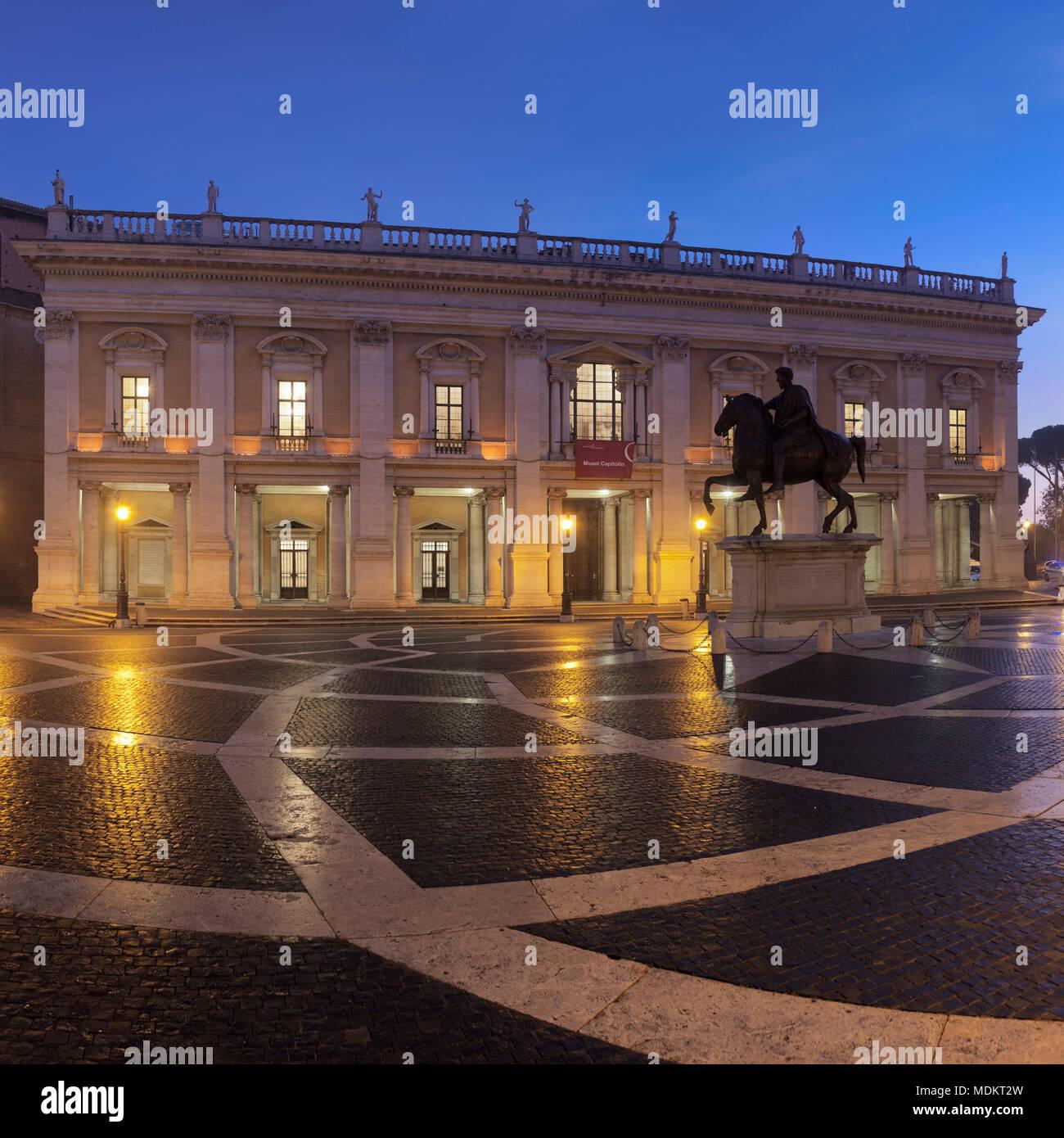 Capitol Square with equestrian statue, Piazza del Campidoglio, Capitoline Museums in the back, dusk, Palazzo Nuovo, Rome, Lazio - Stock Image