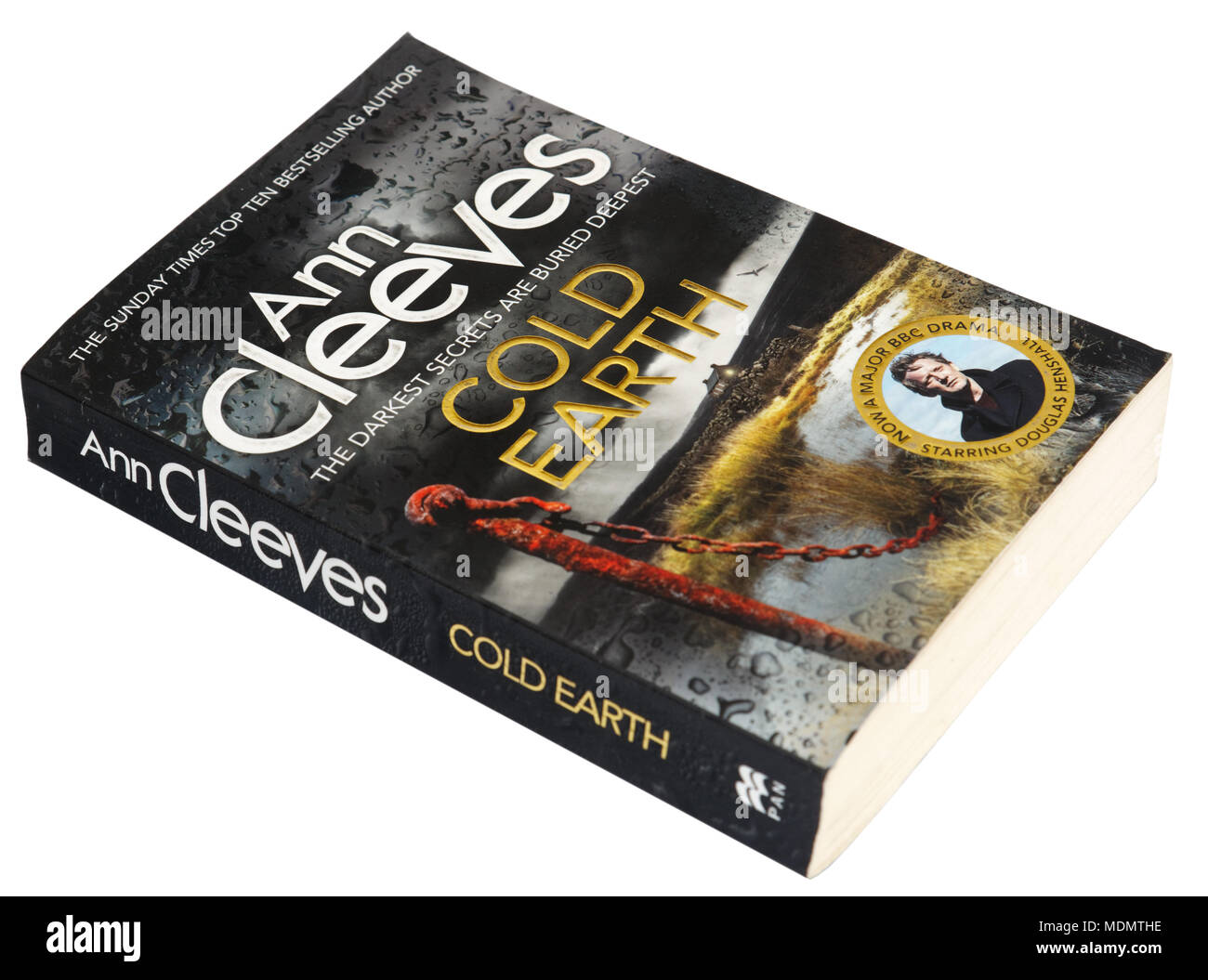 Cold Earth by Ann Cleeves - a Shetland story - Stock Image
