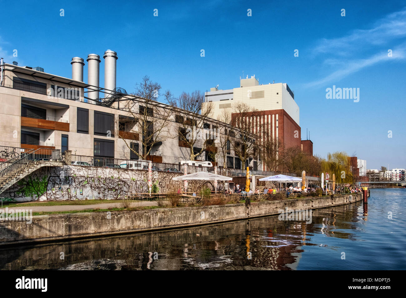 Berlin Charlottenburg. Caprivi riverside beer garden & Noack Sculpture Center with gallery, museum & artists' spaces on the banks of the Spree.        - Stock Image