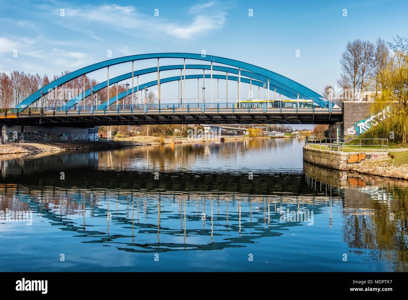 Berlin Charlottenburg-Wilmersdorf. Mörschbrücke. steel tied-arch road bridge over the Westhafen canal Stock Photo