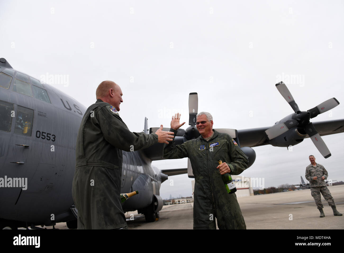 Spray Champagne Stock Photos Images Page 2 Lili Air Us Force Senior Master Sgt Christopher Whitcomb Left And Bobby Jacobs