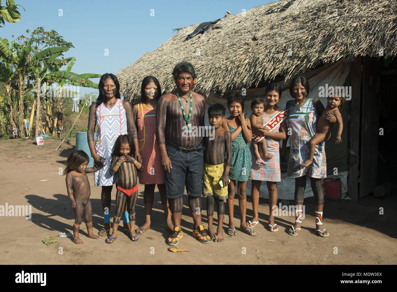 Kayapó family village Moikarako in front of the hollow - Kayapó Indigenous Land - Stock Image