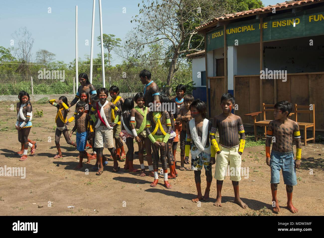 Group of Kayapó of Moikarako village children after school - Stock Image