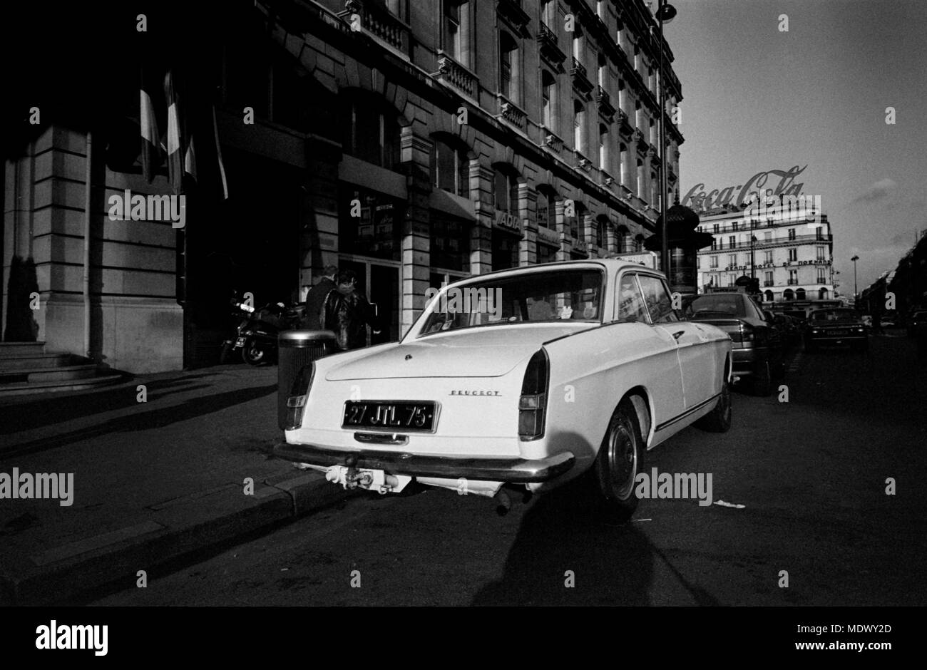 AJAXNETPHOTO. PARIS, FRANCE. - RARE CLASSIC - A PUGEOT 404 TWO-DOOR SALOON PARKED ON THE STREET NEAR ST.LAZARE. PHOTO:JONATHAN EASTLAND/AJAX REF:921015_35001 - Stock Image