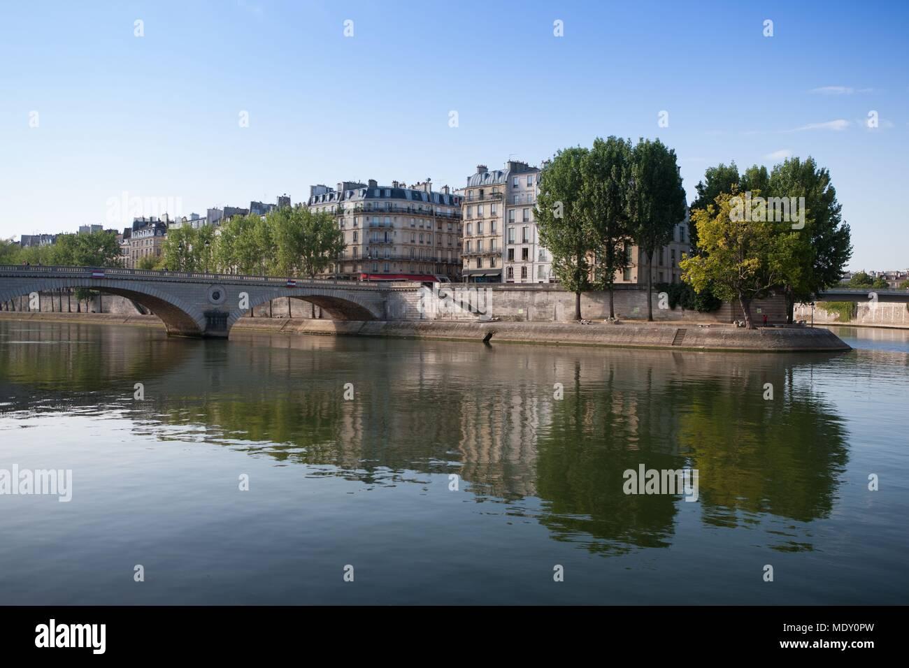 Paris, view over the edge of the Île Saint Louis and the Quai aux Fleurs on the Île de la Cité from the Pont Louis Philippe, - Stock Image
