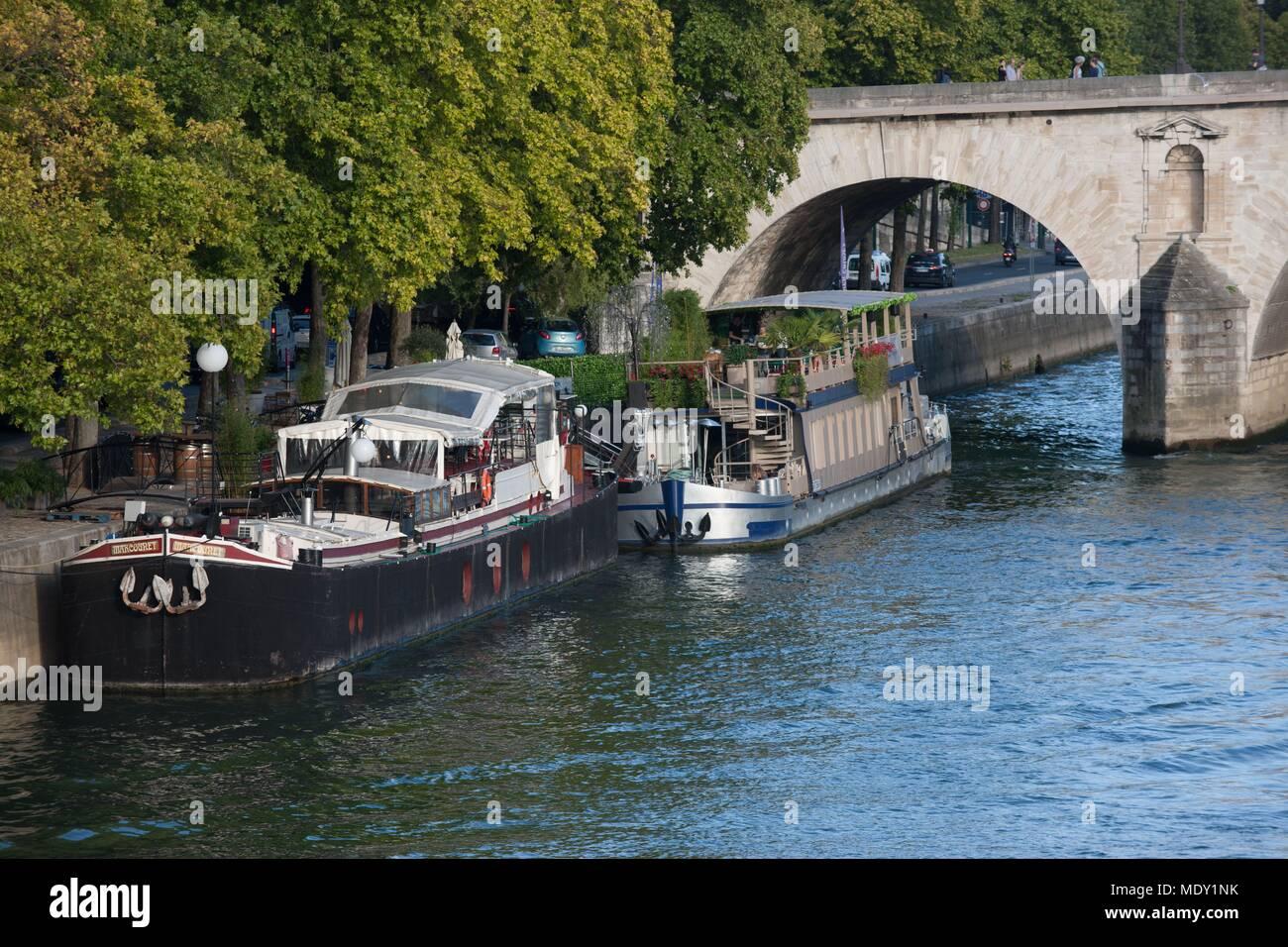 Paris, Île Saint Louis, view from the Pont Louis Philippe, tourist boat - Stock Image