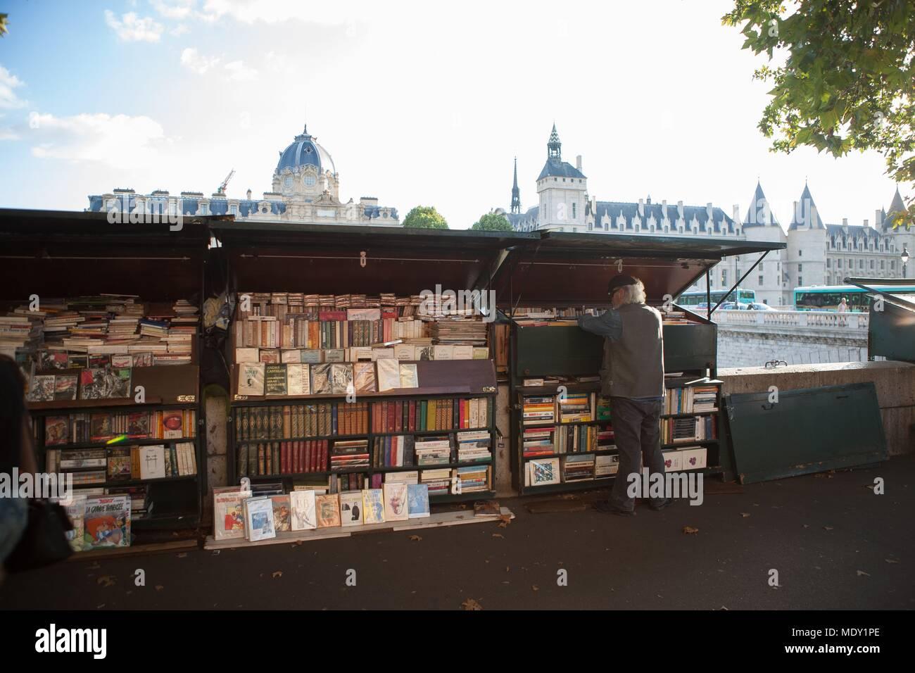 Paris, Quai de Gesvres, second hand book seller, - Stock Image