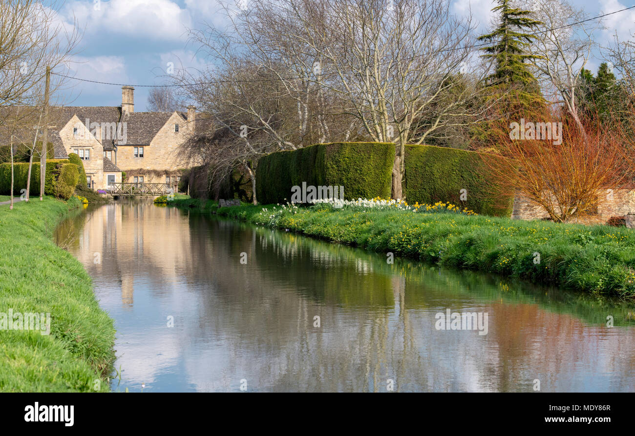 Cotswold stone house along the river windrush in Bourton on the Water, Cotswolds, Gloucestershire, England Stock Photo
