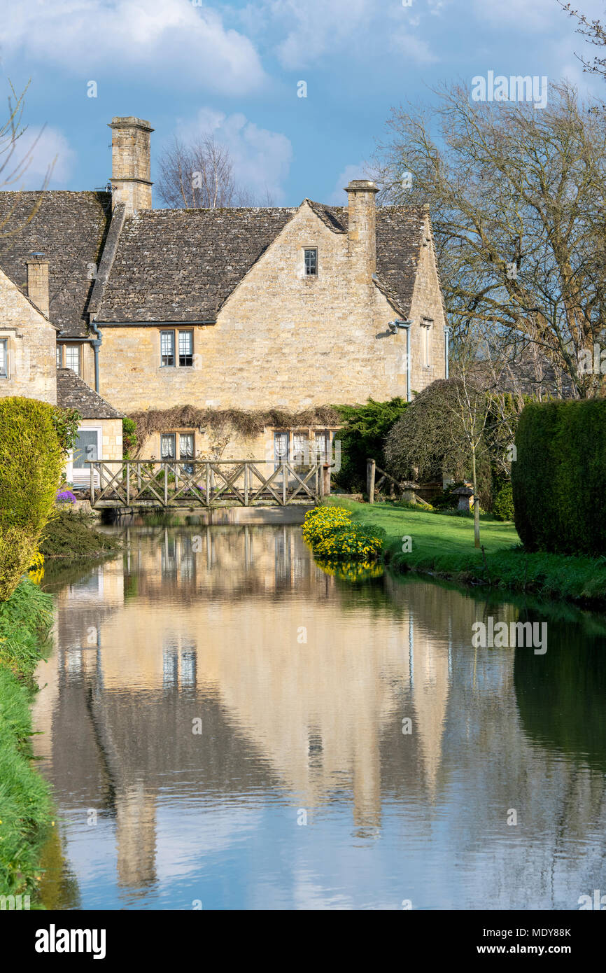 Cotswold stone house along the river windrush in Bourton on the Water, Cotswolds, Gloucestershire, England - Stock Image