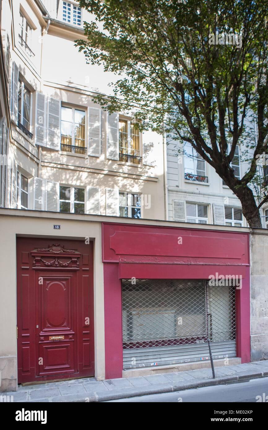 e715243a10 Paris, 1th arrondissement, 18 rue de la sourdière, where lived French poet  Louis Aragon, red door,