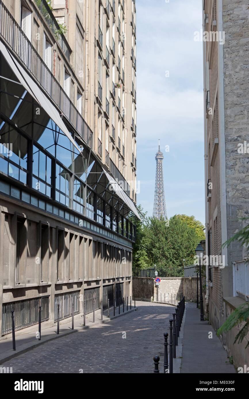 Paris, 16th arrondissement,  rue berton, building de perret et view over the Eiffel Tower, - Stock Image