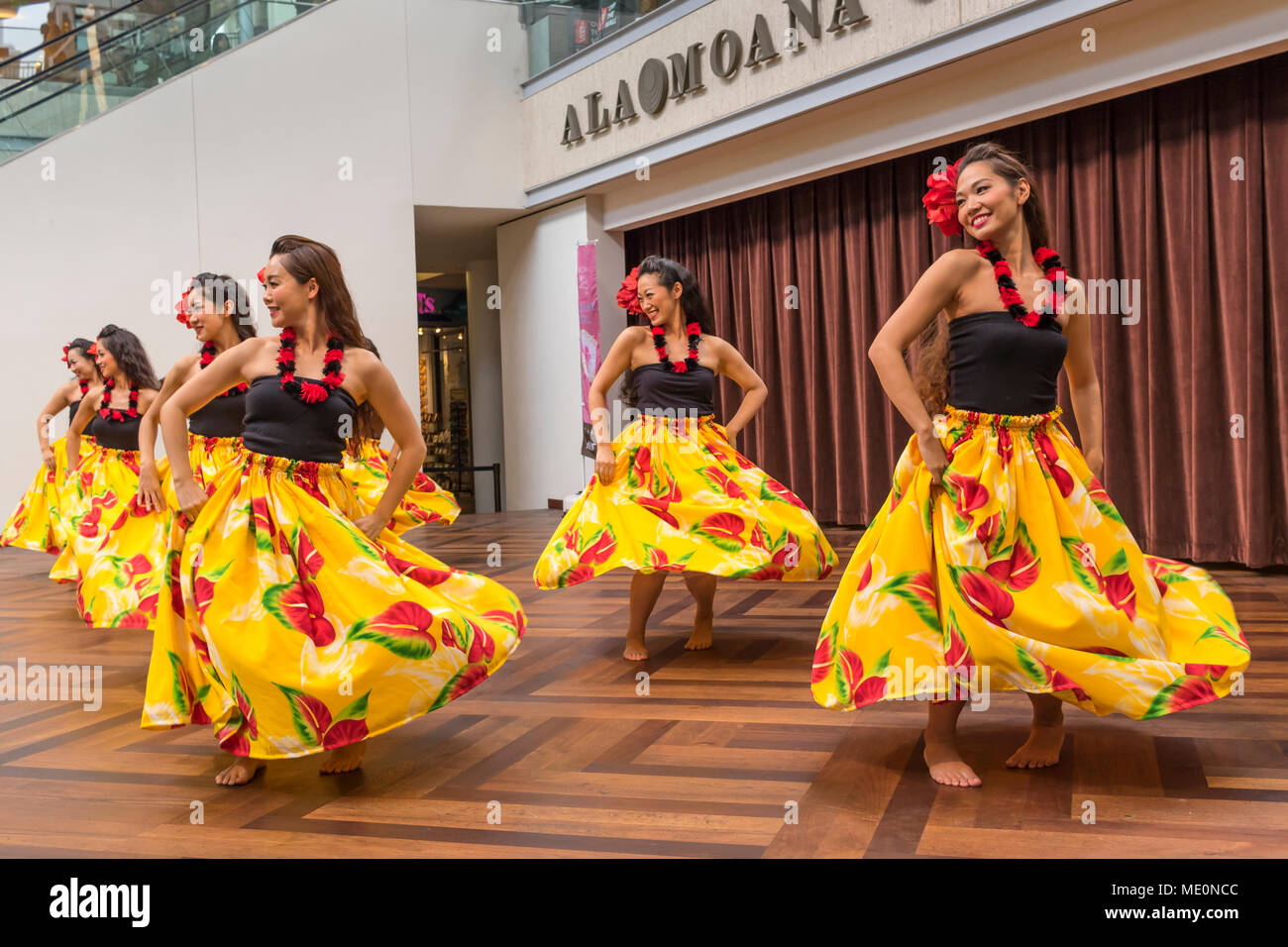 Hula dancers entertaining shoppers at the Ala Mona Shopping Center's stage in Waikiki; Honolulu, Oahu, Hawaii, United States of America - Stock Image