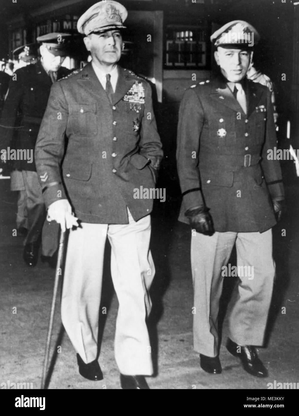Army General Douglas MacArthur WWII Japanese Surrender Vintage Bronze Medal U.S