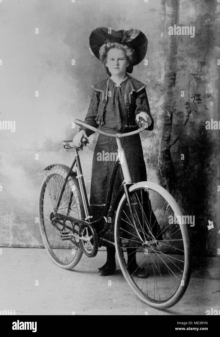 Amy Jorgensen of Charters Towers posing with a ladies' bicycle. - Stock Image