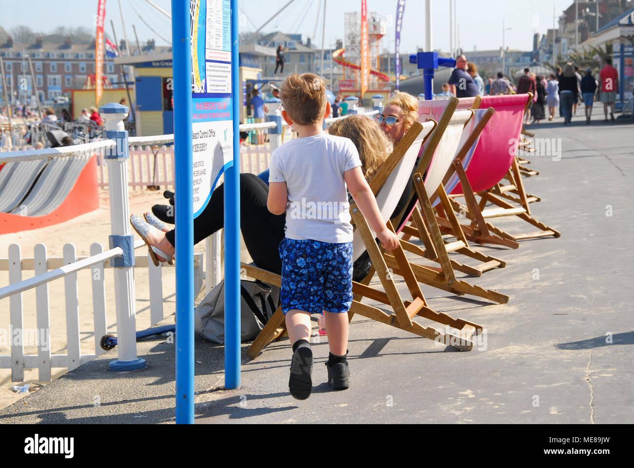 Weymouth, Dorset. 21st April 2018. Familes enjoy the sunshine on Weymouth's promenade Credit: stuart fretwell/Alamy Live News - Stock Image