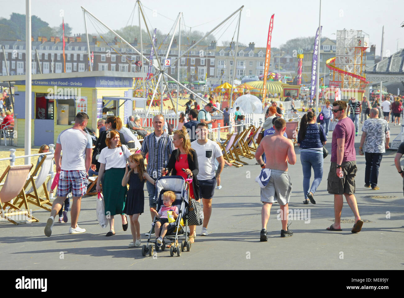 Weymouth, Dorset. 21st April 2018. Families flock to sunny Weymouth on  another hot and summer-like day for the Dorset resort Credit: stuart fretwell/Alamy Live News Stock Photo