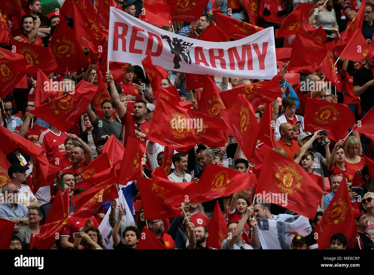 Manchester United Fans High Resolution Stock Photography And Images Alamy