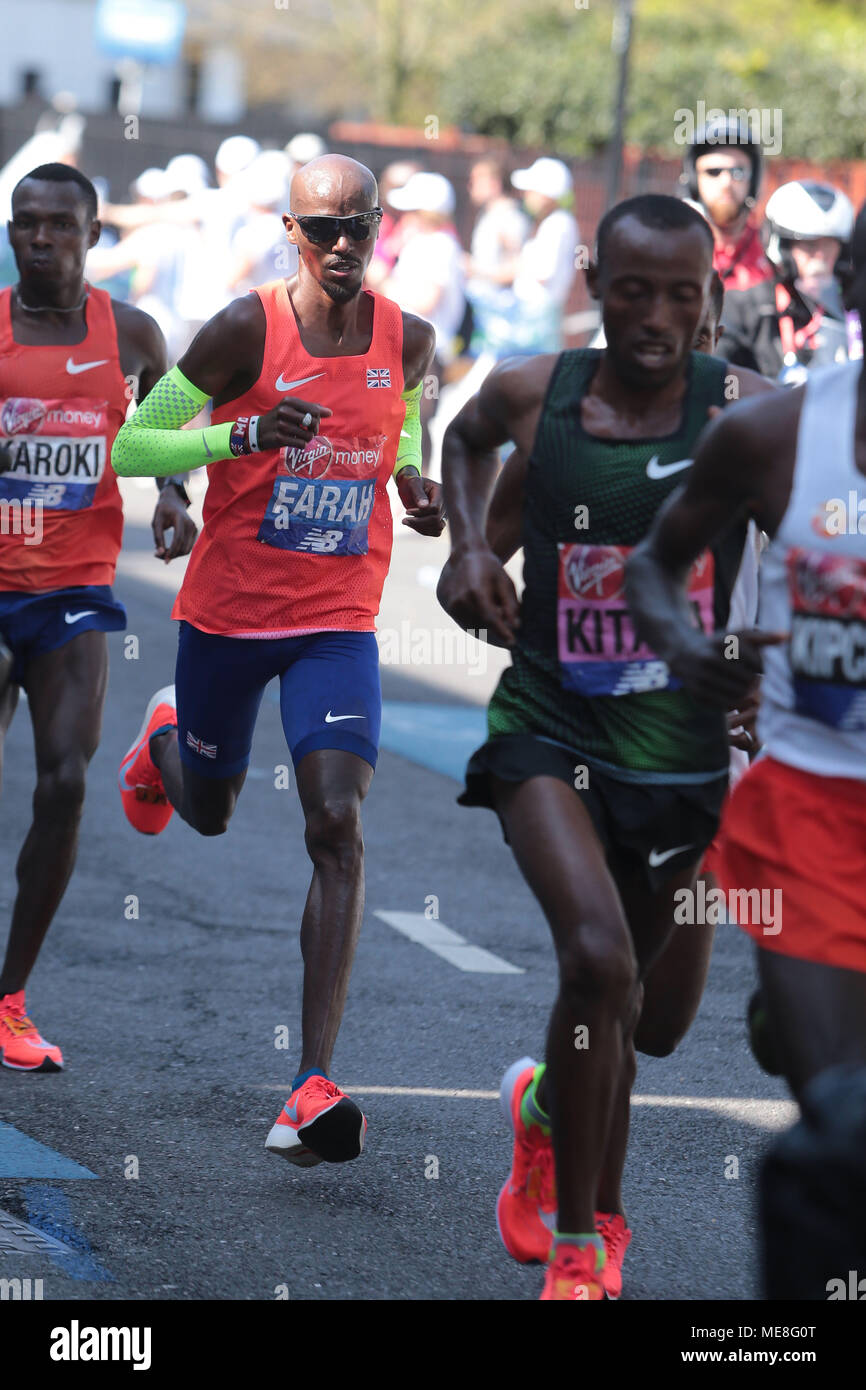 London, UK, 22 April 2018. Sir Mo Farah running well keeping with the leaders in the 2018 Virgin Money London Marathon as the race goes along Narrow Street Limehouse EI4. Credit: Nigel Bowles/Alamy Live News - Stock Image
