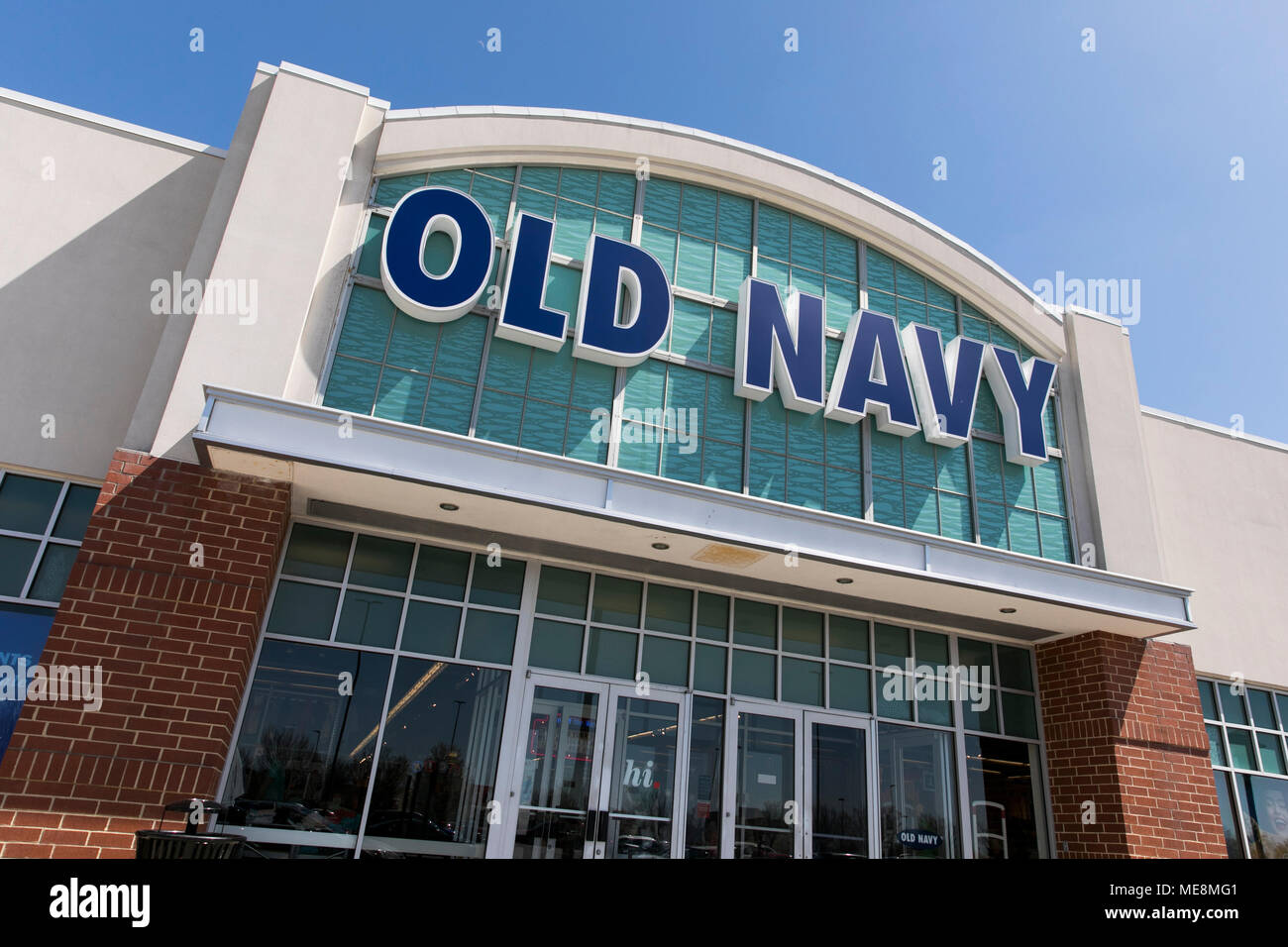 A logo sign outside of a Old Navy retail store location in Columbia, Maryland on April 20, 2018. - Stock Image