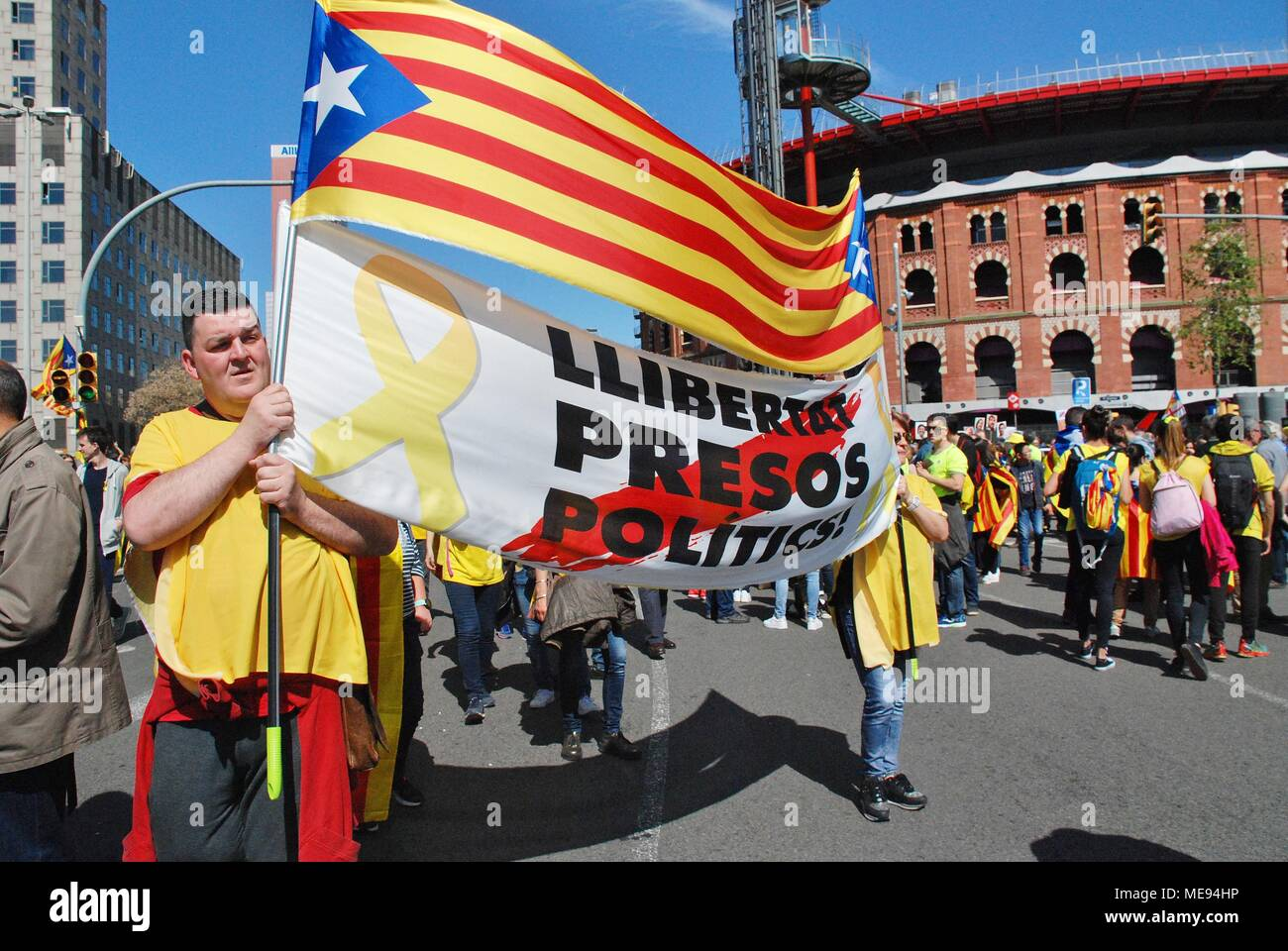 Catalans take part in the Llibertat Presos Politics march in support of jailed politicians at Placa Espanya in Barcelona, Spain on April 15, 2018. Stock Photo