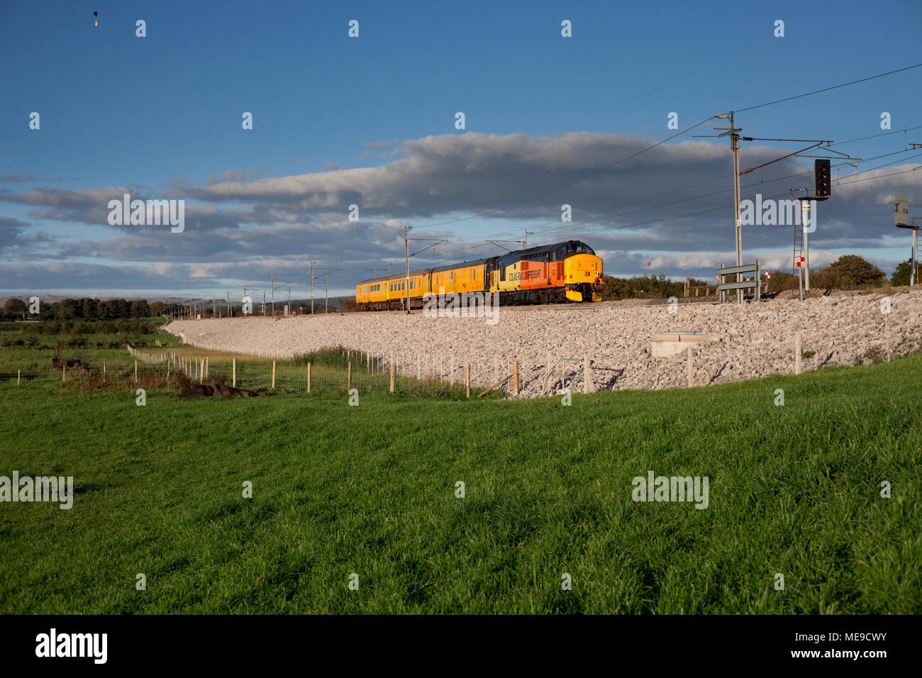 A Colas Railfreight class 37 locomotive on the west coast main line with a Network Rail infrastructure monitoring train Stock Photo