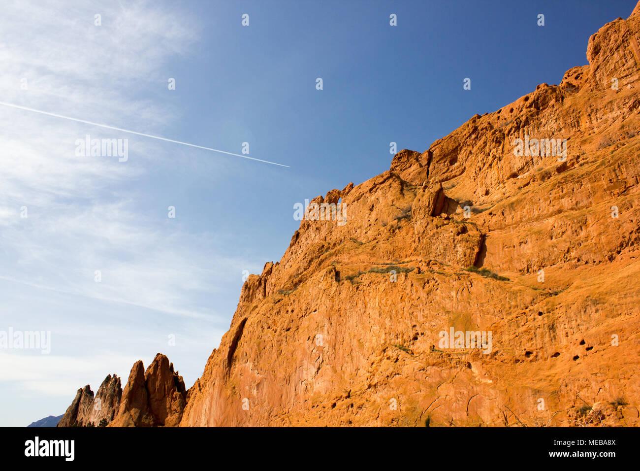 Kissing Camels Rock formation against a bright blue spring sky - Garden of the Gods, Colorado Springs, Colorado - Stock Image