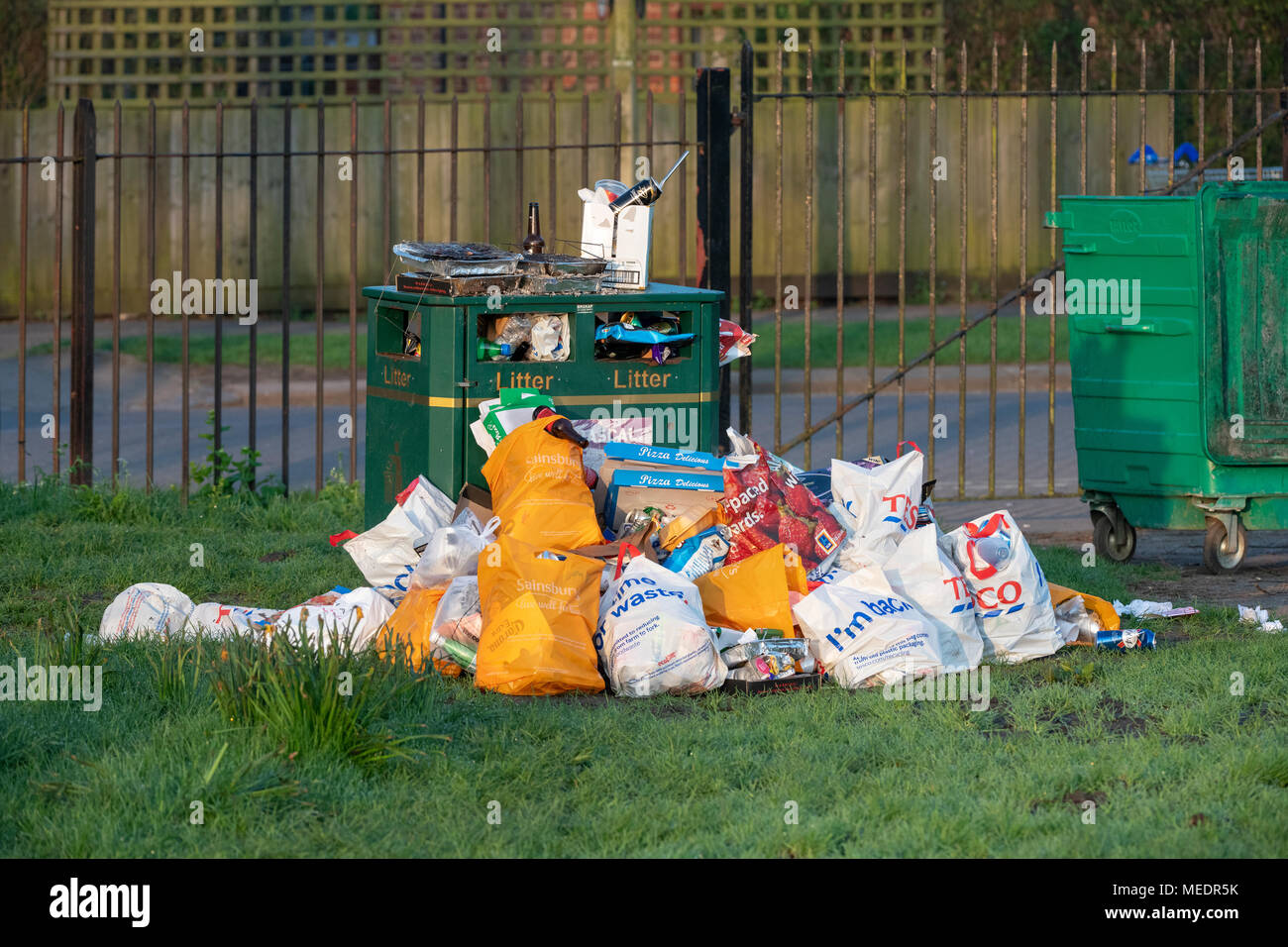 Overflowing litter bin in south park after a sunny day. Oxford, Oxfordshire, England - Stock Image