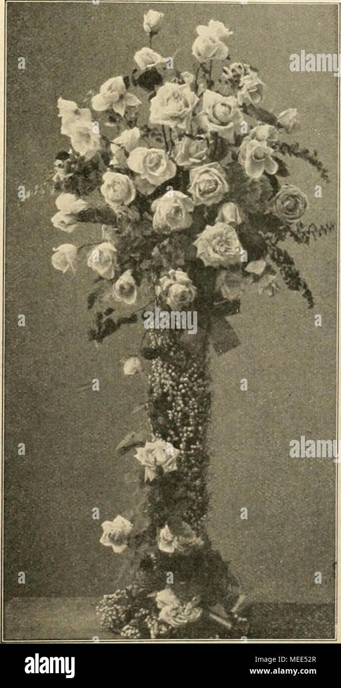 Die Gartenwelt . Blumenvase Mit Maiglöckchengarnierung Und Rosen FüUung Von  Hoflieferant J. Jung, .
