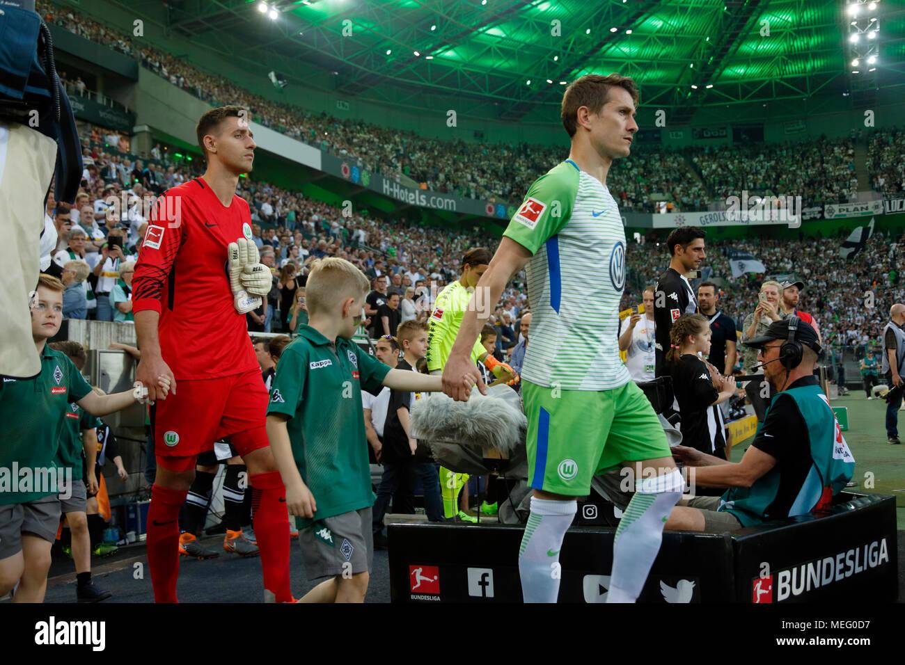sports,football,Bundesliga,2017/2018,Borussia Moenchengladbach vs VfL Wolfsburg 3:0,Stadium Borussia Park,come in of the teams and the running-in kids,f.l.t.r. keeper Koen Casteels (Wolfsburg),team captain Paul Verhaegh (Wolfsburg),team captain Lars Stindl (MG) - Stock Image