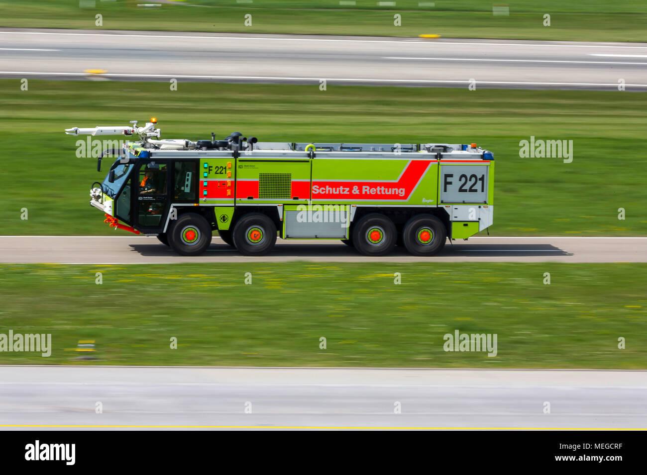 Flughafen Zuerich ZRH Flughafenfeuerwehr, Airport Fire. - Stock Image