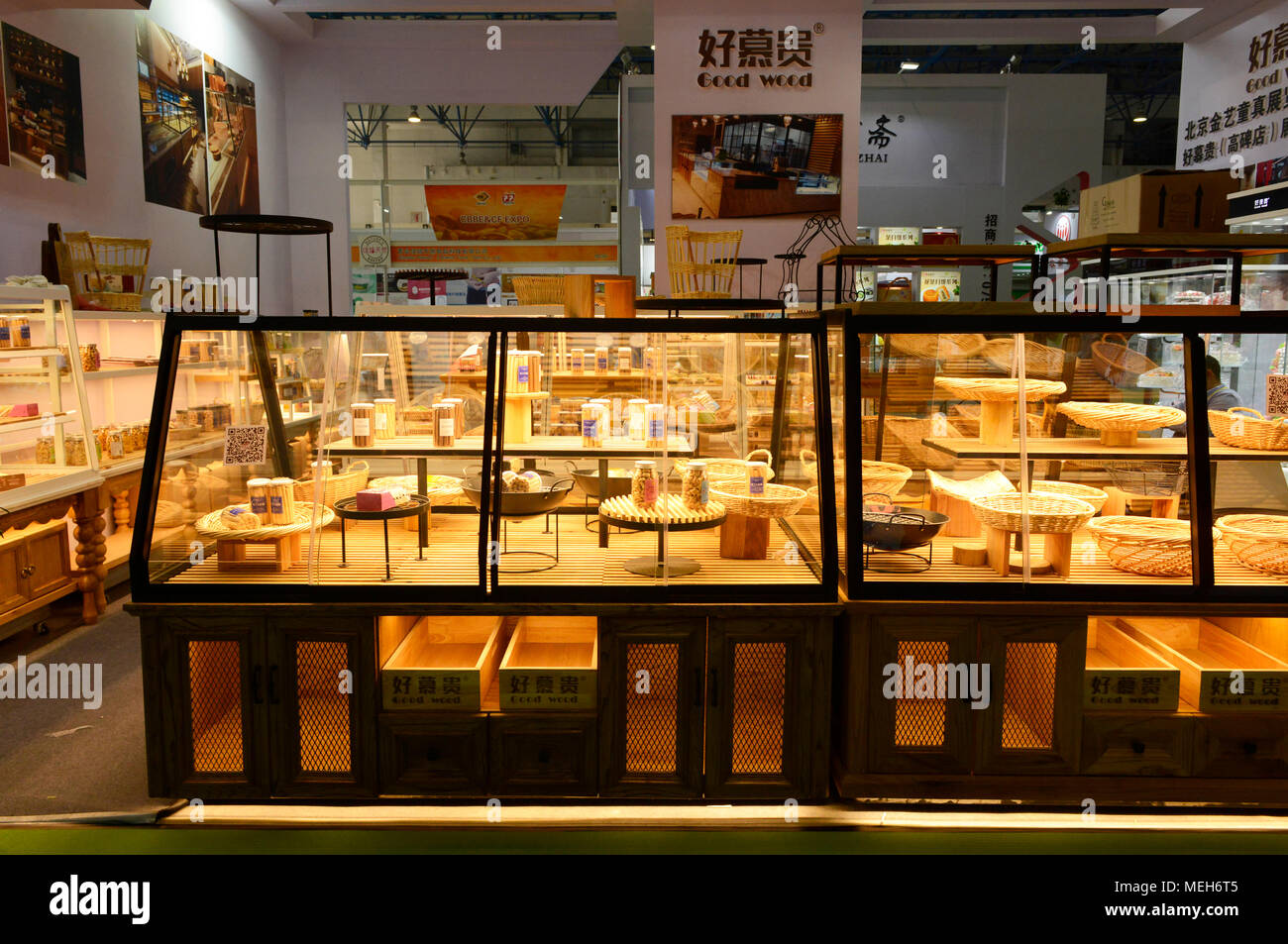 dry bakery products display cases and cabinets on show at. Black Bedroom Furniture Sets. Home Design Ideas