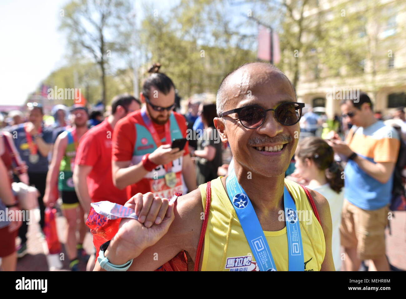 The Mall, London UK. 22nd April 2018.  Thousands of people run in the annual Virgin Money London Marathon. Credit: Matthew Chattle/Alamy Live News Stock Photo
