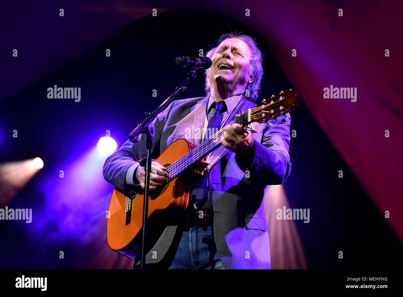 Roquetas de Mar, Almeria. 22nd Apr, 2018. Spanish singer Joan Manuel Serrat performs on stage during his concert of the tour 'Mediterraneo Da Capo' held in Roquetas de Mar, Almeria, 22 April 2018. EFE/Carlos Barba Credit: EFE News Agency/Alamy Live News - Stock Image