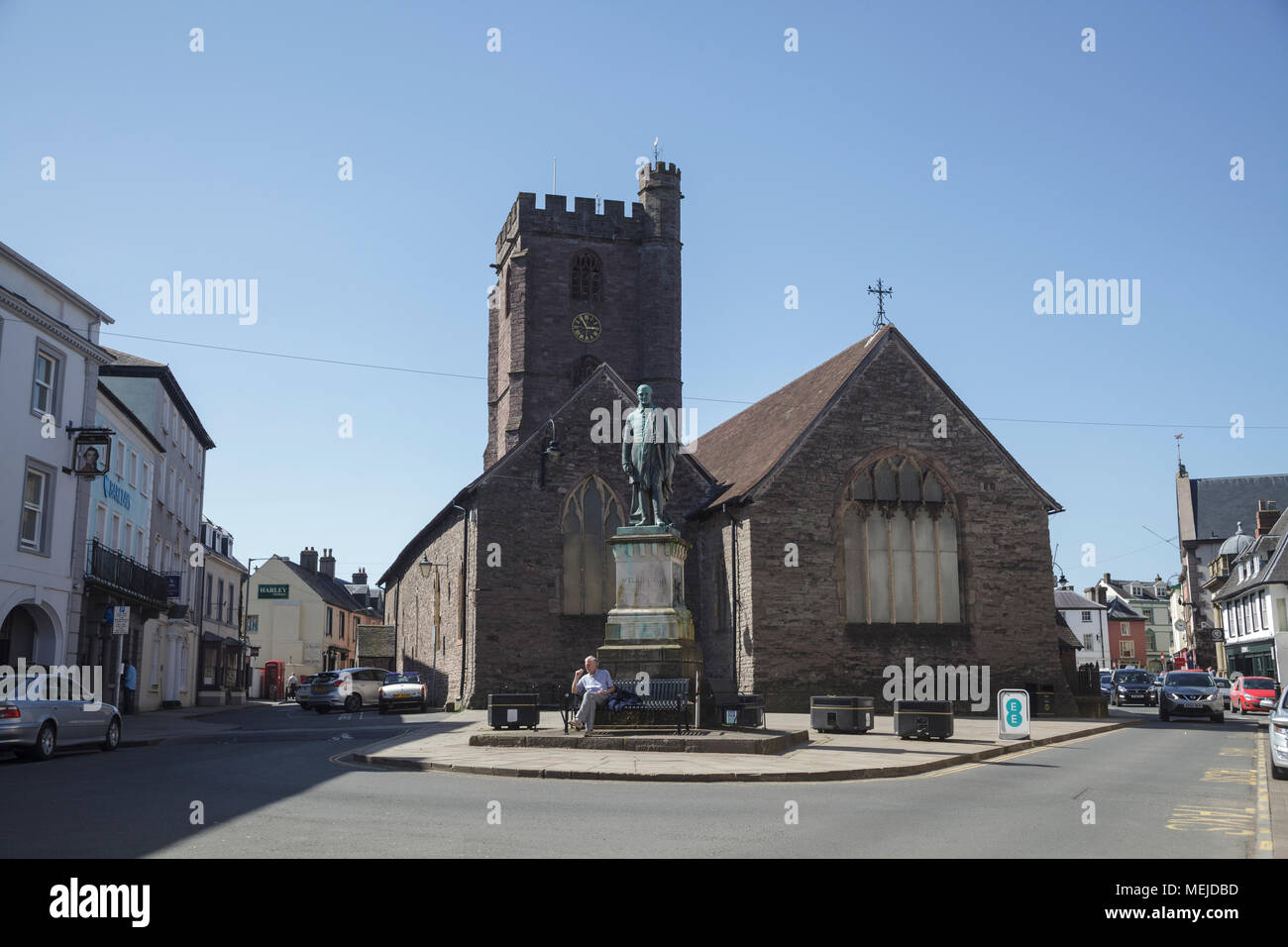 Duke of Wellington Statue in front of St Mary's Church, Brecon Powys - Stock Image
