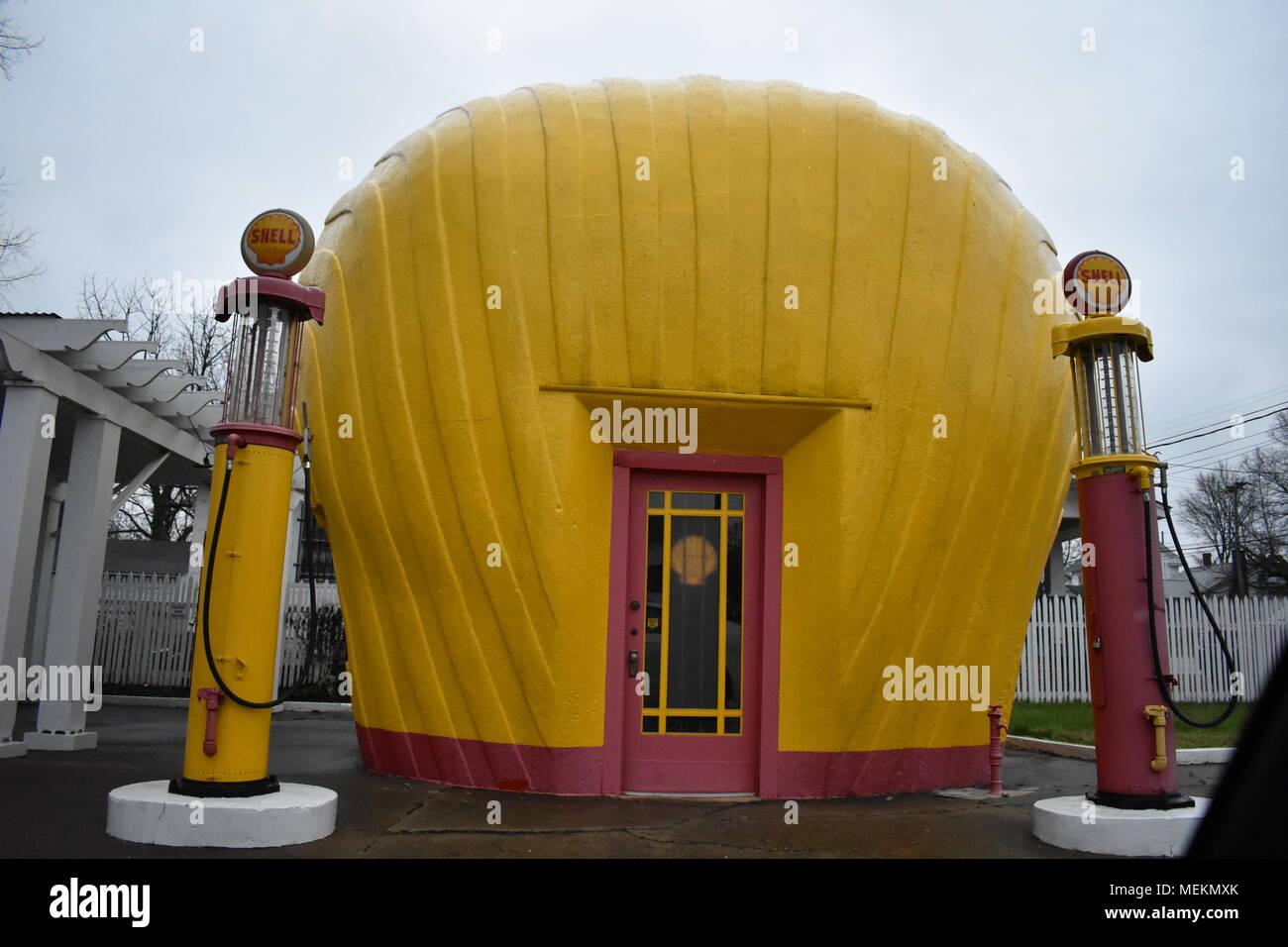 Original Shell Gas Station in Winston-Salem - Stock Image