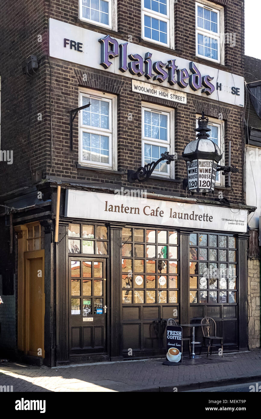 WOOLWICH, LONDON:  Lantern Cafe laundrette on Woolwich High Street - Stock Image