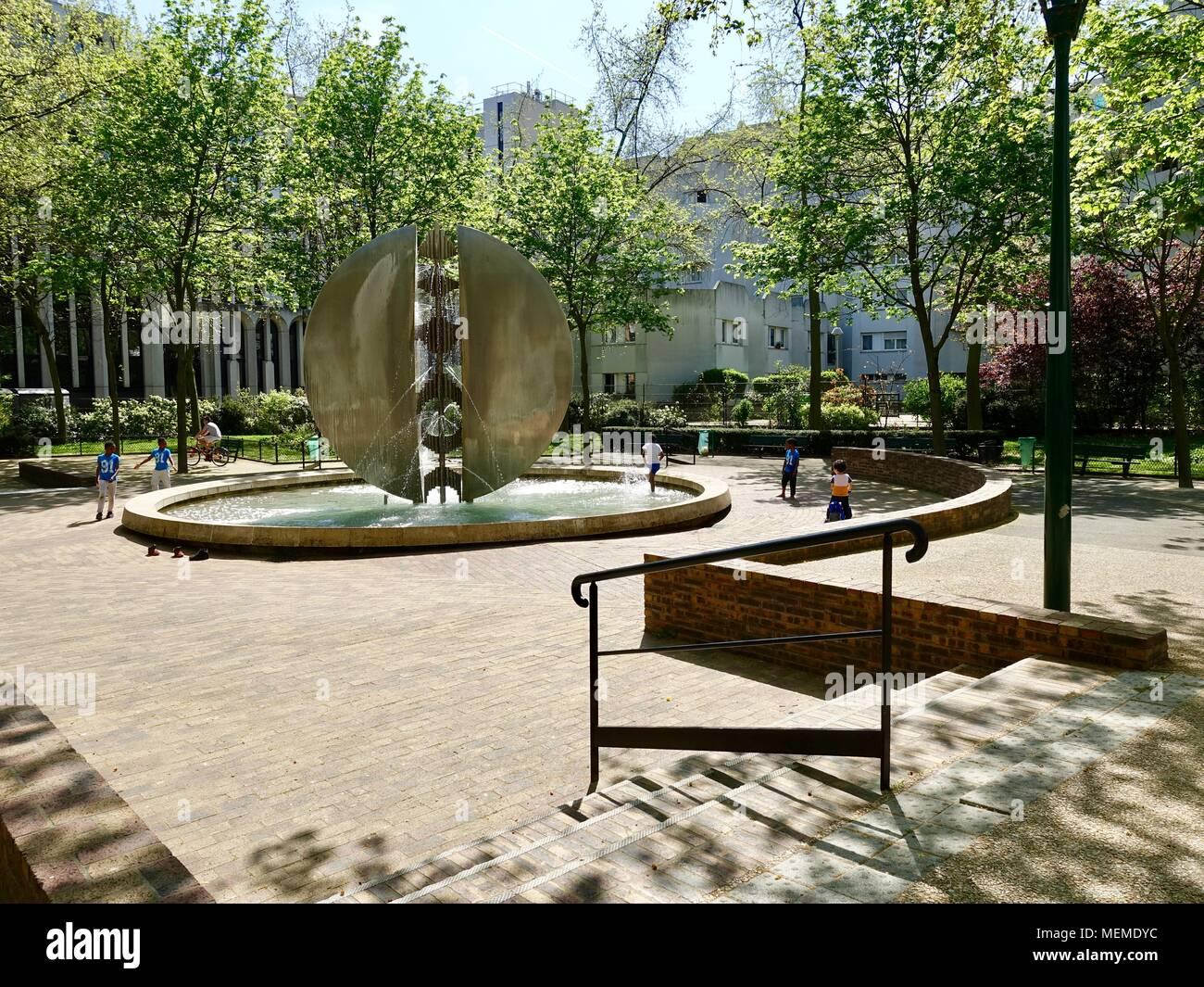 Mdy Pont L Eveque park sculpture paris stock photos & park sculpture paris