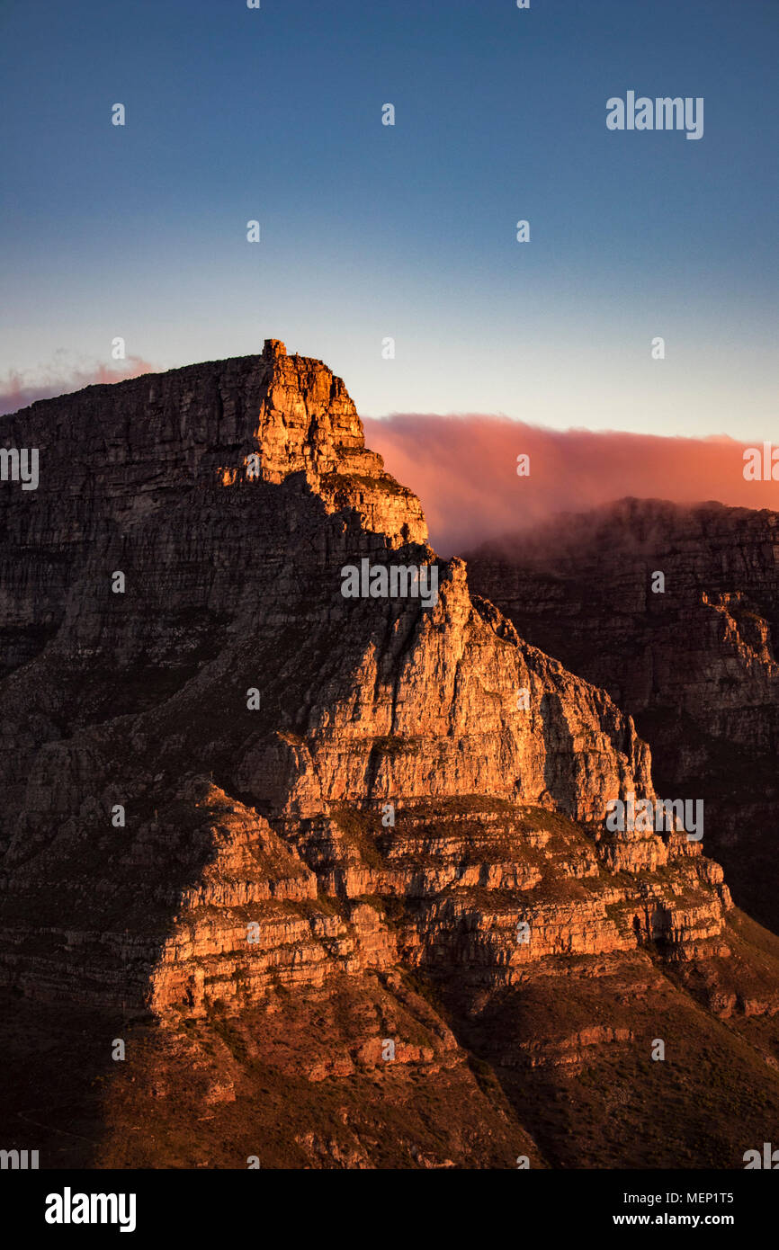 Table Mountain, red light at sunset, Cape Town, Tafelberg, Kapstadt, Sonnenuntergang, Afrika, Südafrika - Stock Image