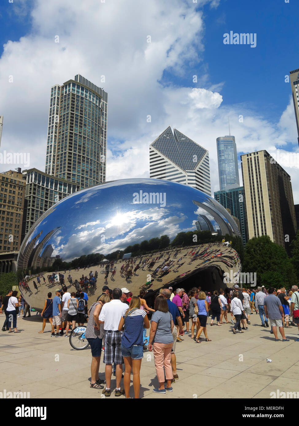 Cloud Gate known as Chicago Bean by artist Anish Kapoor, Millenium Park, Chicago, Illinois, USA - Stock Image