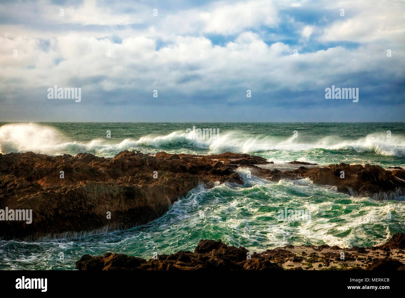 Crashing waves on the Oregon coast - Stock Image