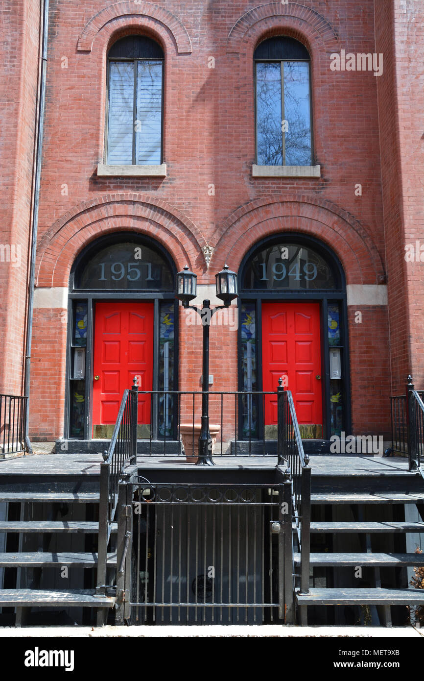 A Pair Of Red Doors To A Vintage Apartment Building In Chicagou0027s Lincoln  Park Neighborhood.
