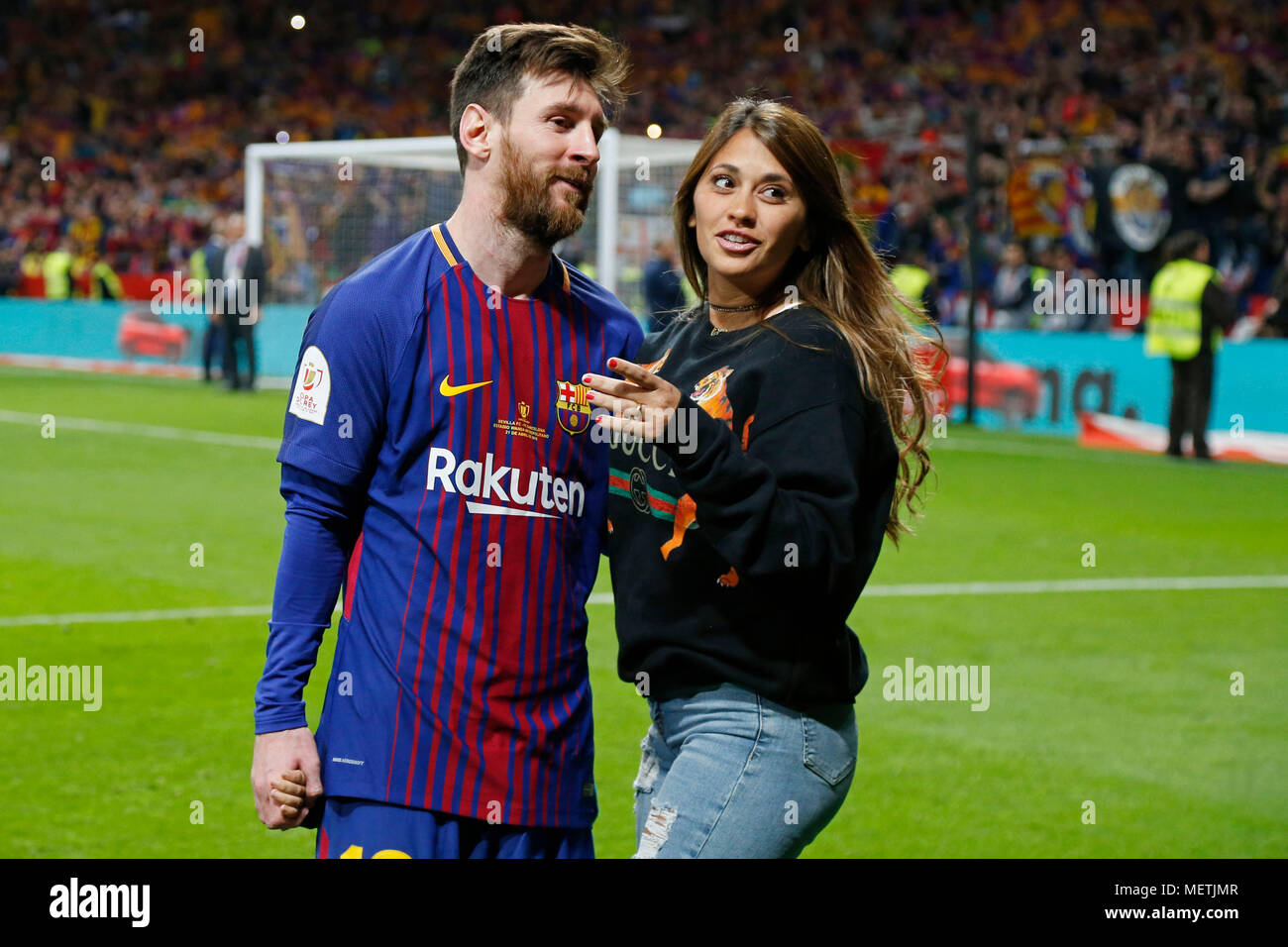 09eeff85c39 Lionel Messi And Wife Stock Photos   Lionel Messi And Wife Stock ...