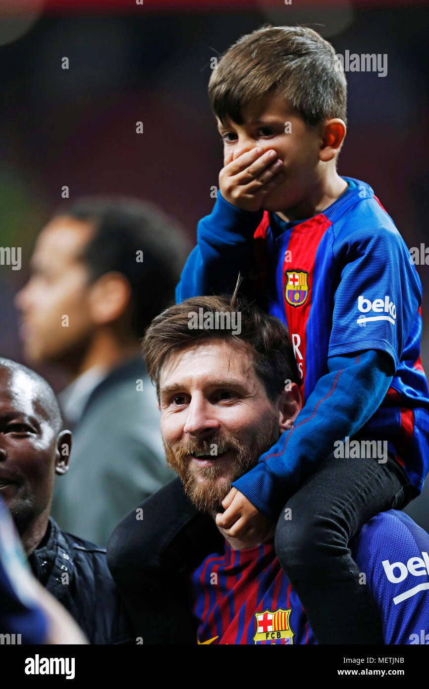 lionel messi and their son high resolution stock photography and images alamy https www alamy com madrid spain credit d 21st apr 2018 lionel messi and son thiago barcelona footballsoccer copa del rey final match between sevilla fc 0 5 fc barcelona at estadio wanda metropolitano in madrid spain credit d nakashimaafloalamy live news image181250423 html