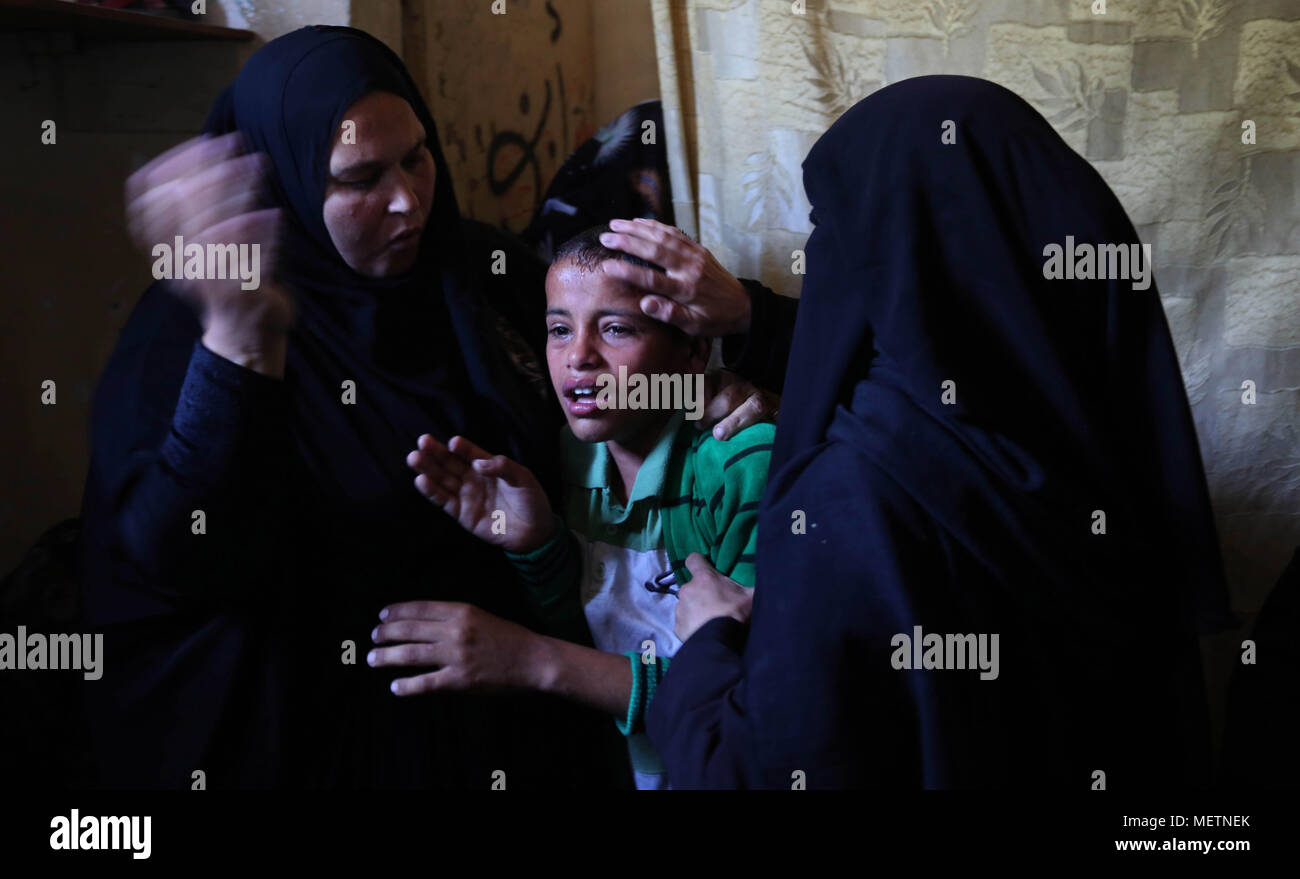 Best Gaza Eid Al-Fitr 2018 - khan-yunis-gaza-strip-palestinian-territory-23rd-apr-2018-relatives-of-a-palestinian-deaf-tahreer-wahba-18-who-was-died-of-from-his-injuries-after-being-shot-in-the-head-by-israeli-security-forces-during-clashes-on-april-6-mourn-during-his-funeral-in-khan-yunis-in-the-southern-gaza-strip-on-april-23-2018-credit-ashraf-amraapa-imageszuma-wirealamy-live-news-METNEK  Picture_58868 .jpg