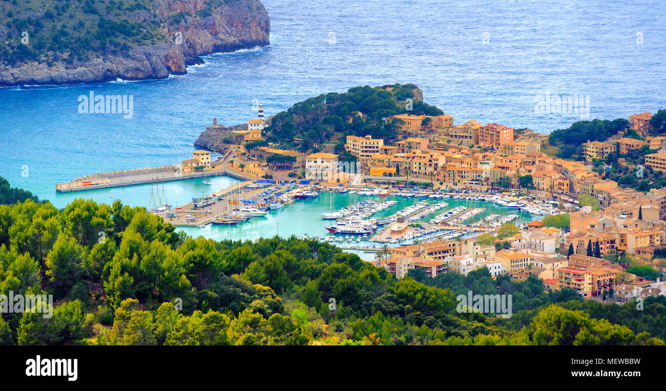 Beautiful view of Port de Soller town, located in a blue lagoon on Mallorca island in Mediterranean sea, Majorca, Spain - Stock Image