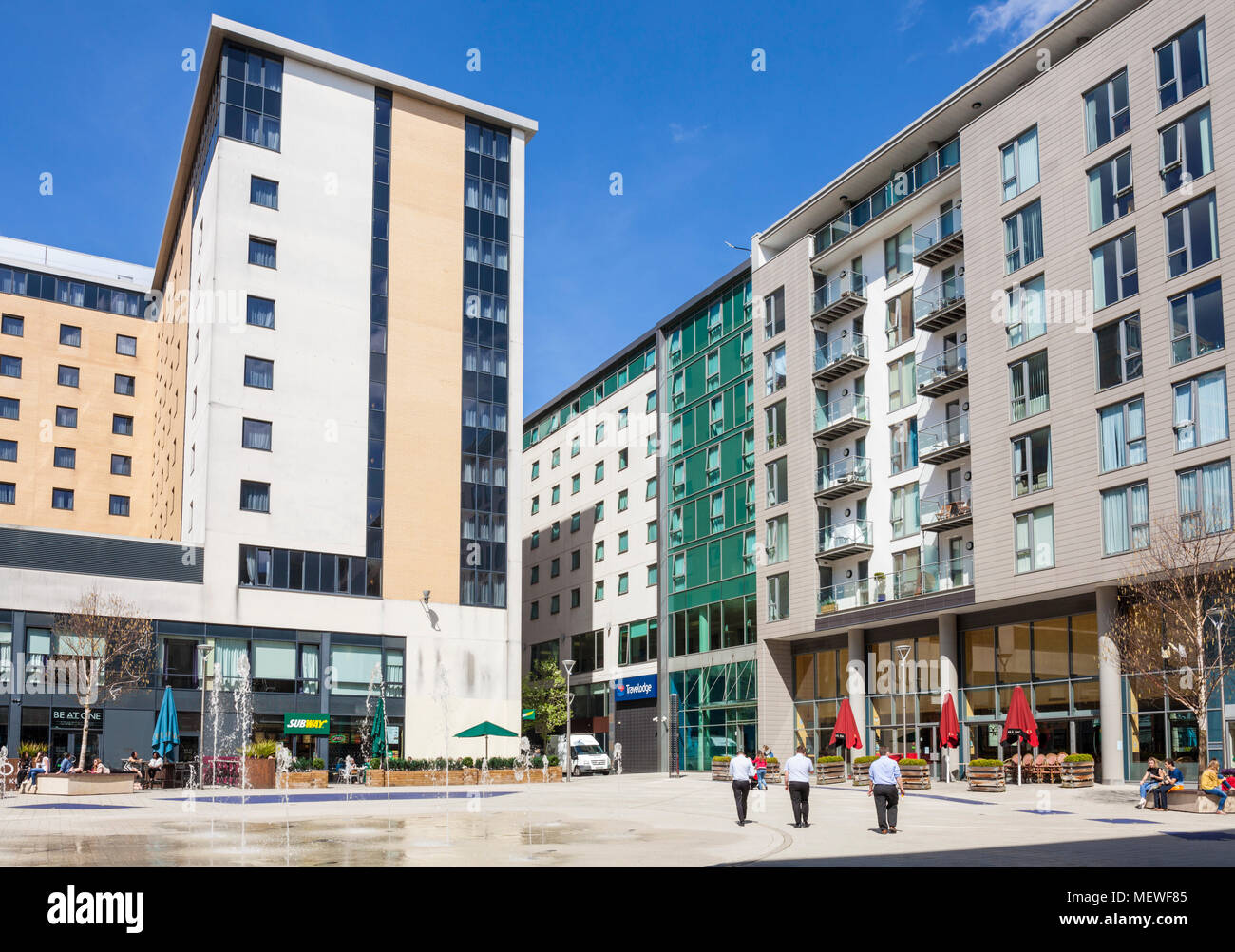 Milton Keynes centre shops and offices external square with cafes and restaurant holkham walk milton keynes England go uk europe Stock Photo